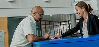 Административная поддержка. Помощь в решении административных задач, таких как отправка корреспонденции и копирование документов.