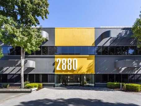 建筑位于San Jose2880 Zanker Road, North San Jose, Suite 203 1