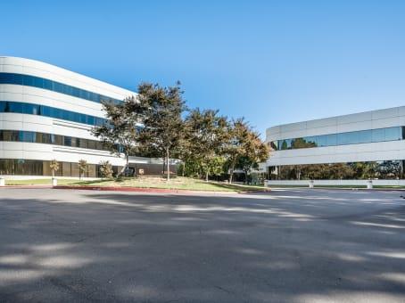 建筑位于Pleasanton4900 Hopyard Road, Suite 100 1