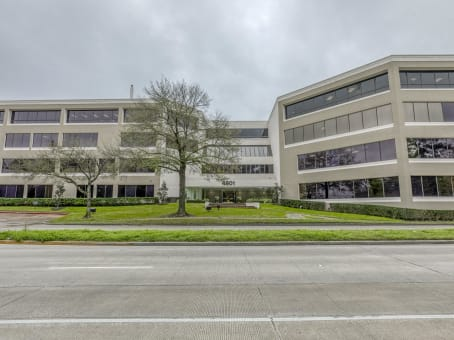 Building at 4801 Woodway Drive, Uptown, Suite 300 East in Houston 1