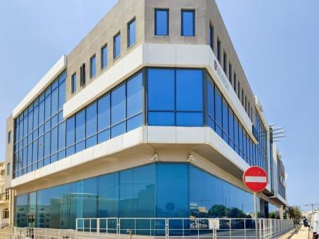 建筑位于SwatarTower Street, 2nd floor Tower Business Centre 1
