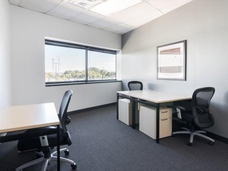 建筑位于Irving400 East Royal Lane, Dallas Communications Complex, Building 3, Suite 290 1