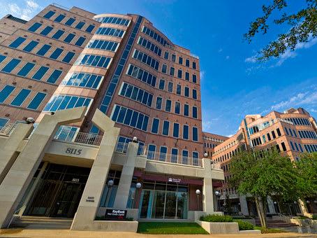 建筑位于Dallas8117 Preston Road, Suite 300 1