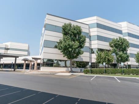 建筑位于Bakersfield4900 California Avenue, West Park Community, Tower B, 2nd Floor 1