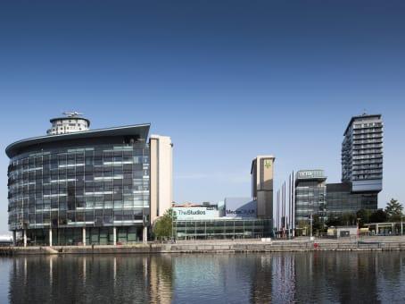 建筑位于ManchesterThe Quays, Digital World Centre, 1 Lowry Plaza, Salford 1