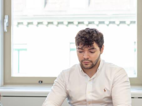 建筑位于ZurichBahnhofstrasse 100 1