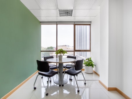 建筑位于Abu DhabiAbdullah Hamad Lowaie Al Alameri Building, Mezzanine, 1st, 2nd, 3rd, 4th & 5th Floor, Al Falah Street 1
