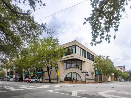 建筑位于Coconut Grove3390 Mary Street, Suite 116 1