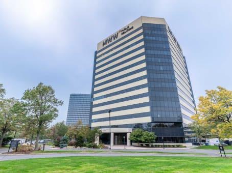 建筑位于East Rutherford1 Meadowlands Plaza, Suite 200 1
