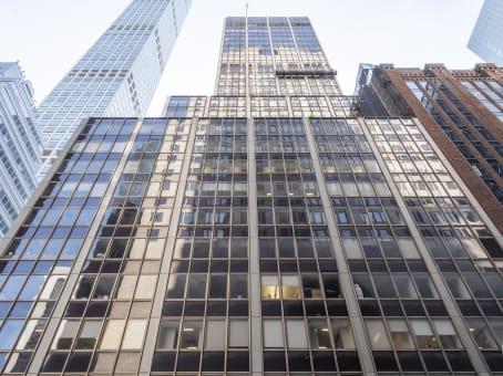 Building at 555 Madison Avenue, 5th Floor in Manhattan 1