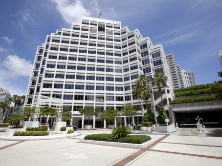 建筑位于Miami601 Brickell Key Drive, Brickell Key, Suite 700 1