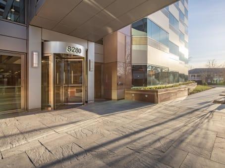 建筑位于Fairfax8280 Willow Oaks Corporate Drive, Suite 600 1