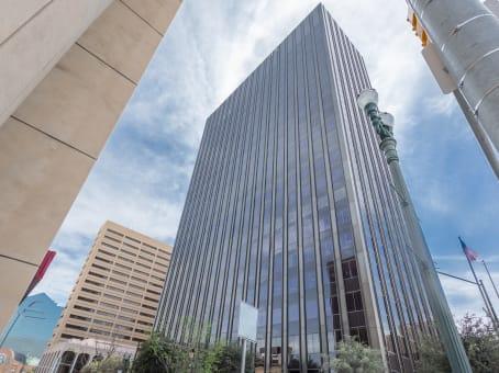 建筑位于El Paso221 N. Kansas Street, Suite 700 1