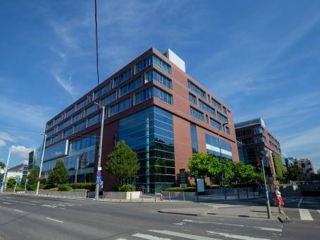 建筑位于BudapestAllee Corner, Október huszonharmadika utca 8-10. 1