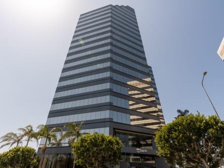建筑位于Los Angeles12100 Wilshire Boulevard, 8th Floor 1
