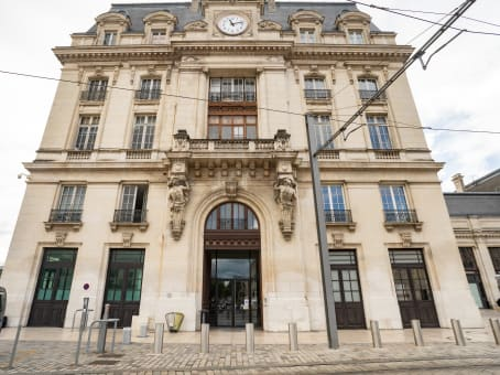 Établissement situé à Regus Gare de Bordeaux, Gare de Bordeaux Saint Jean Pavillon Nord, Parvis Louis Armand, CS 21912, Cedex à Bordeaux 1
