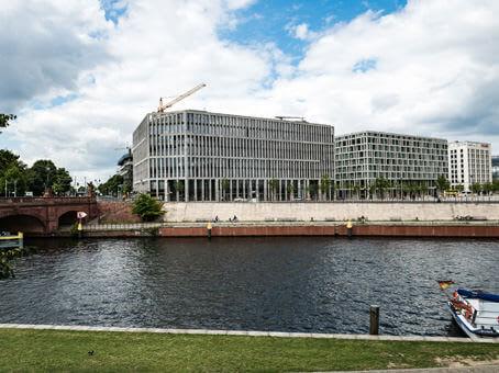 建筑位于BerlinRahel-Hirsch-Straße 10, 3rd Floor 1