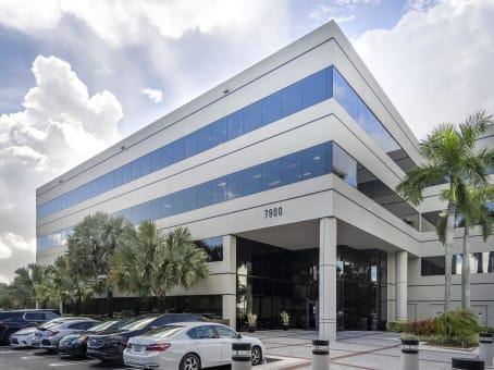 建筑位于Miami Lakes7900 Oak Lane, Suite 400 1