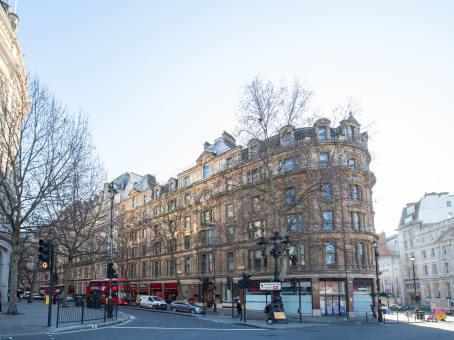 建筑位于London1 Trafalgar Square, Northumberland Avenue 1