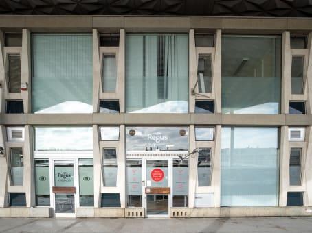 建筑位于Saint-NikolasStationsplein 7E 1