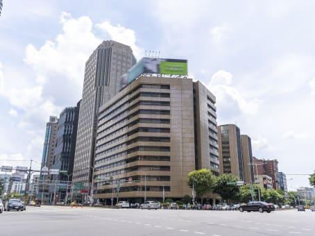 建筑位于台北市忠孝東路4段560號13樓 1