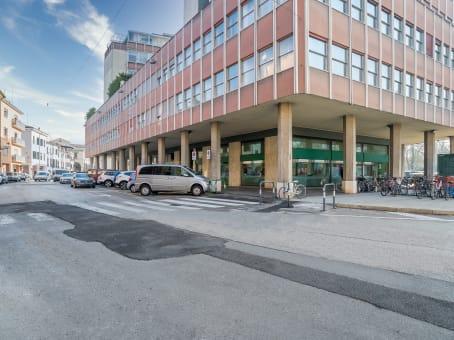 建筑位于PaduaVia Savonarola 217 1