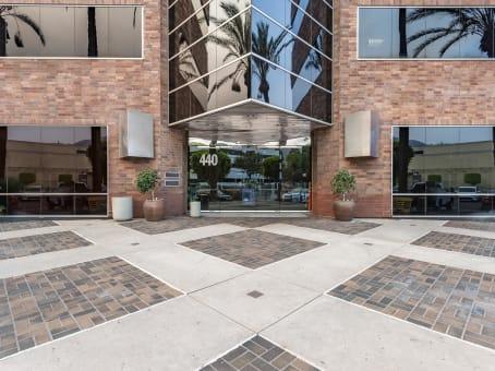 建筑位于Arcadia440 E. Huntington Drive, Suite 300 1