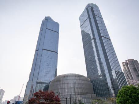 建筑位于上海市虹桥路3号, 港汇恒隆广场二座48层, 徐汇区 1