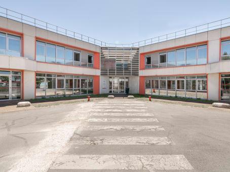 建筑位于Orly1 Rue du Commandant Mouchotte, Zone Orlytech, Bâtiment 516 1
