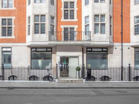 建筑位于London10 Margaret Street 1