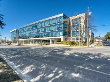 建筑位于Austin3800 North Lamar Blvd., Suite 200 1