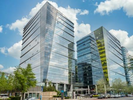 建筑位于北京市朝阳门北大街3号, 五矿广场C座4层, 东城区 1