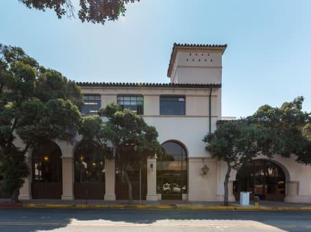 建筑位于Santa Barbara7 W. Figueroa Street, Suites 200 & 300 1