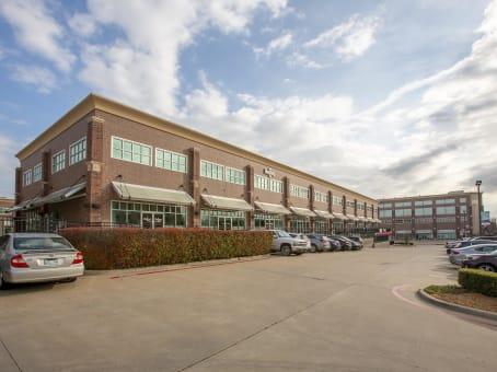 建筑位于Tulsa8211 East Regal Place, Bridle Trails, Suite 100-103 1