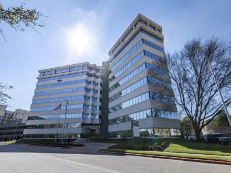 建筑位于Houston10497 Town and Country Way Suite 700 1