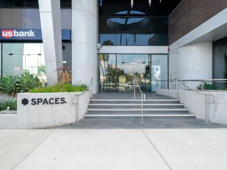 建筑位于Los Angeles145 S. Fairfax Avenue, Suites 200 & 300 1
