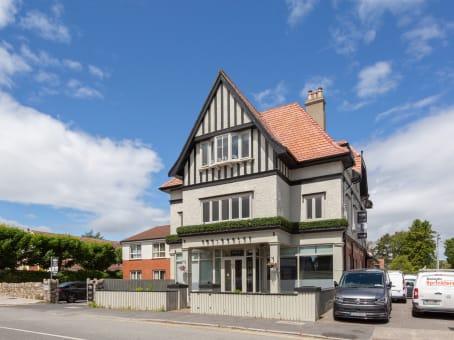 建筑位于DublinTorquay Road, Foxrock Village, 18 1