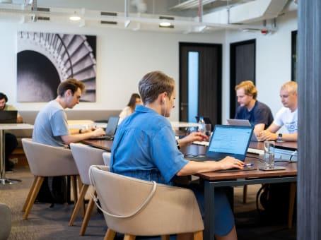 建筑位于T'bilisiTabidze street 1, 2 Giorgi Leonidze Street 1