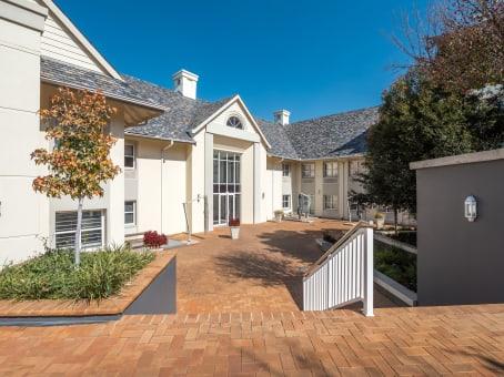 建筑位于Bryanston33 Ballyclare drive, Ballywoods Office Park, Cedarwood House, ground floor, Johannesburg 1