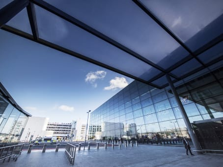 Gebäude in Western Perimeter Road, Terminal 3, South Wing, Heathrow Airport, Hounslow in London 1