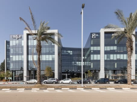 Building at Ariel Sharon St. 8, 3rd floor in Or Yehuda 1