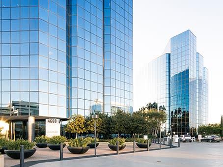 建筑位于San Diego4660 La Jolla Village Drive, Suites 100 and 200 1