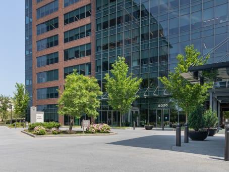 建筑位于Alpharetta8000 Avalon Boulevard, Suites 100 and 200 1