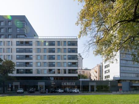 Building at ul. Solec 18/20, 1st Floor Solec Residence Biura in Warsaw 1