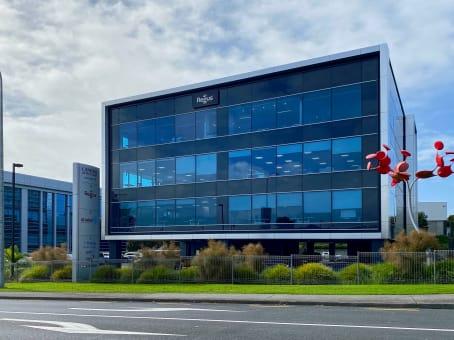 建筑位于AucklandLevel 3, Candida Building 4, 61 Constellation Drive, Mairangi Bay 1