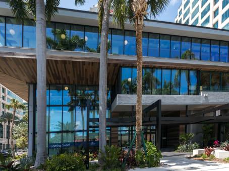 建筑位于Fort Lauderdale501 East Las Olas Blvd., Suite 200 and 300 1