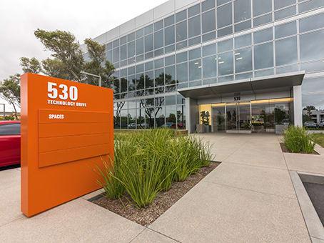 建筑位于Irvine530 Technology Dr., Suite 100 & 200 1