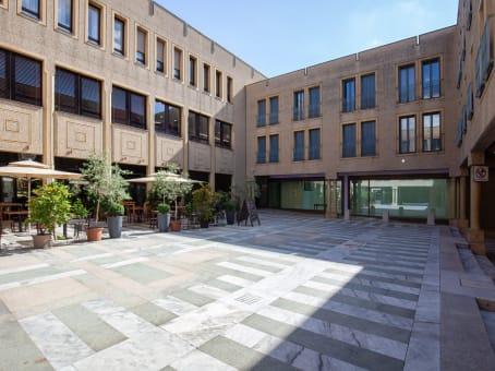 建筑位于LuganoVia Canova 15 1