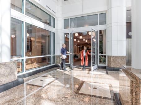 建筑位于Santa Monica2450 Colorado Avenue, Suite 100E 1