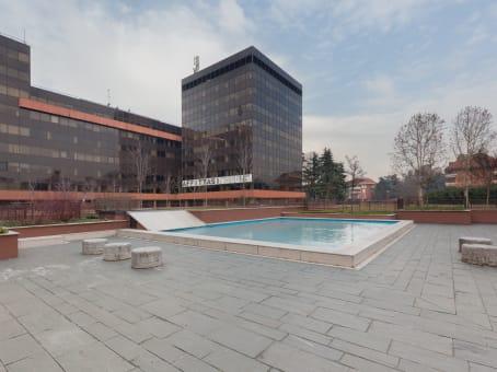建筑位于MilanVia Fratelli Cervi, Segrate, Centro Direzionale Milano Due Palazzo Bernini 1